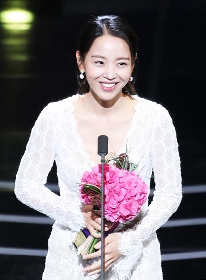 Nữ diễn viên xuất sắc hàng đầu (Phim dài tập): Shin Hye Sun (My Golden Life)
