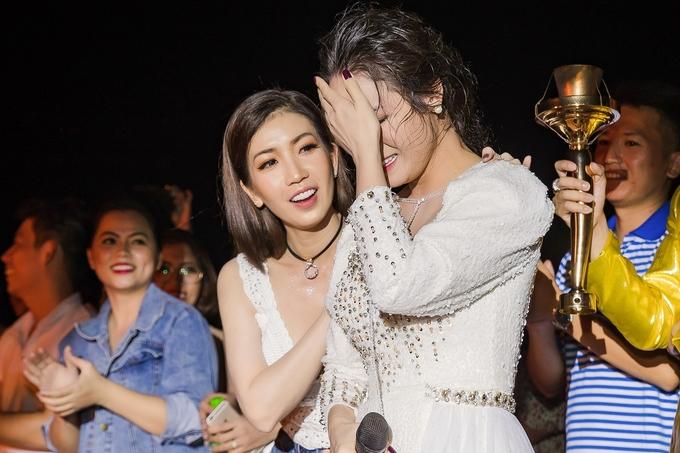 Nhật Kim Anh khóc nhớ tuổi thơ cơ hàn