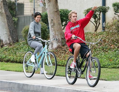 Selena Gomez chia tay Justin Bieber đầu năm nay.