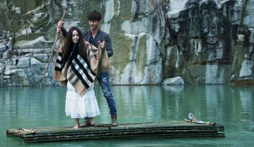 Cảnh quay tại Tuyệt tình cốc - một địa điểm nổi tiếng của Đà Lạt là điểm nhấn của phim. Giữa làn nước xanh ngắt, trên chiếc bè được kết từ những cây nứa, hai người đã cùng tâm sự với nhau. Việt Anh còn tận tình chỉ giúp Nhung cách chèo bè.