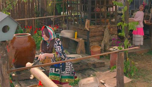 Sự xuất hiện của Nhung và Sen khiến cho tu viện Từ Tâm mất đi vẻ yên bình vốn có. Cuộc sống của cô Lai (nghệ sĩ Hồng Đào), Việt Anh (Song Luân) và lũ trẻ tại tại đây bị đảo lộn hoàn toàn.