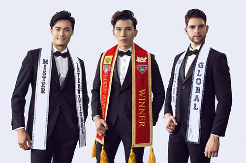 Trưởng ban tổ chức - siêu mẫu Ngọc Tình (giữa) và hai siêu mẫu