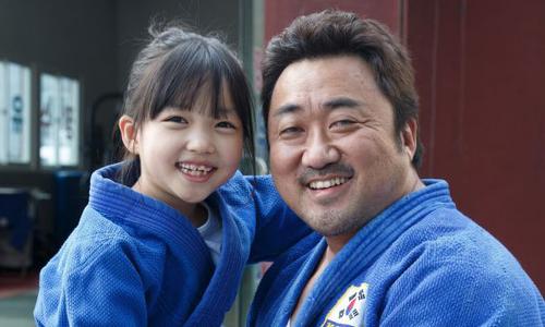 Phim mới của Ma Dong Seok gây xúc động nhưng lỏng kịch bản