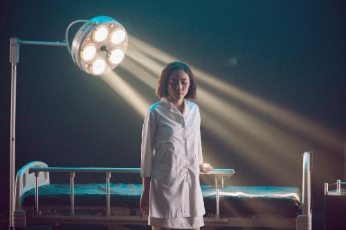 Tóc Tiên xuất hiện với hình ảnh khác lạ trong MV.