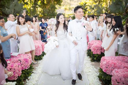 Lưu Cường Đông và Chương Trạch Thiên ngày cưới.