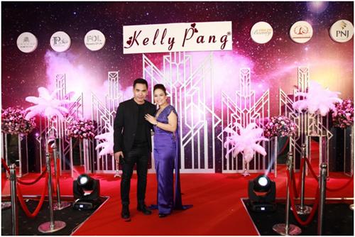 Diễn viên Trung Dũng lịch lãm với vest đen tham dự sự kiện. Anh là người bạn thân thiết củaPang Lệ Thanh - Giám đốc Marketing Kelly Pang Nail.