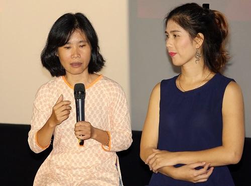 Đạo diễn (trái) về Lê Ánh Phong - nhân vật chính của phim Finding Phong.