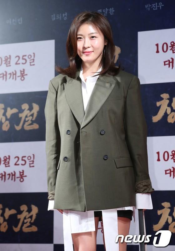 Vợ, đồng nghiệp ủng hộ phim về xác sống của Jang Dong Gun