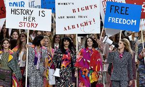 Nữ quyền trong làng mốt qua hơn 90 năm