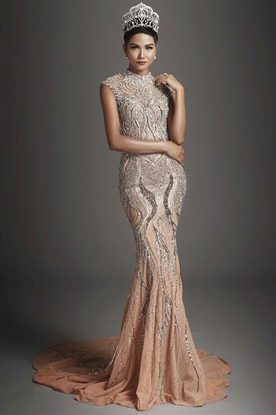 Từng làm người mẫu, HHen Niê tự tin nhất với thử thách catwalk, chụp ảnh ở khi tham dự Hoa hậu Hoàn Vũ Thế giới.
