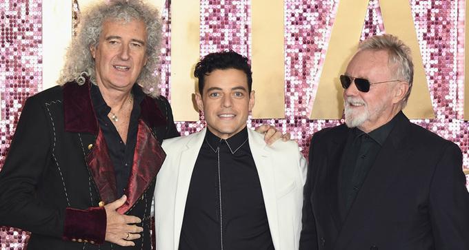Rami Malek lên thảm đỏ cùng nhóm nhạc Queen