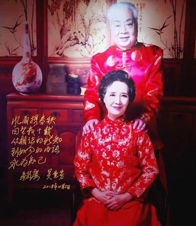 Hôm 24/10, Lục Tiểu Linh Đồng chia sẻ một số bức ảnh của Chu Long Quảng trên trang cá nhân, mừng thọ ông 80 tuổi.