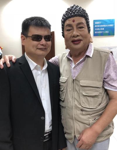 Chu Long Quảng ở hậu trường một buổi biểu diễn văn nghệ hồi tháng