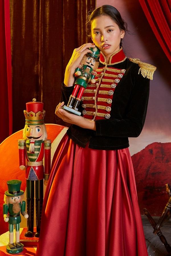 Hoa hậu Tiểu Vy hóa công chúa trong xứ cổ tích