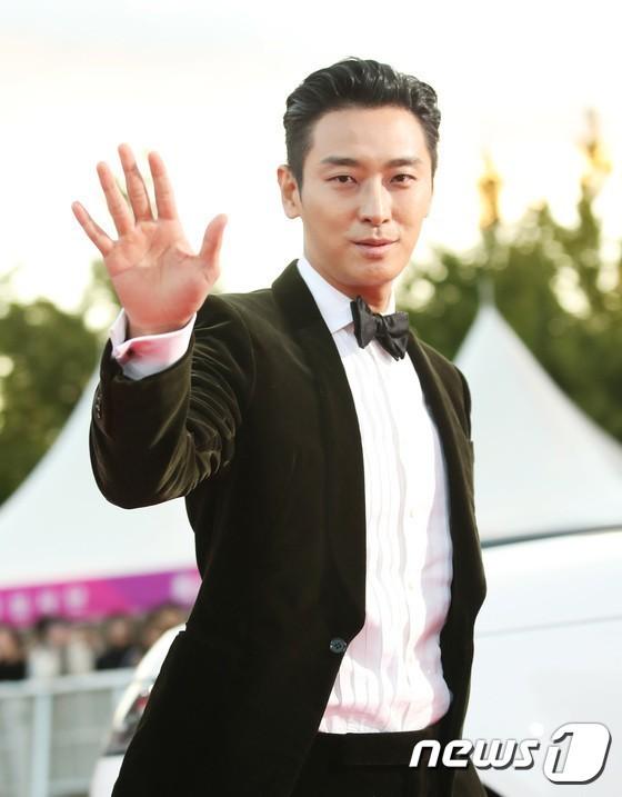 Son Ye Jin tái ngộ người tình màn ảnh ở sự kiện