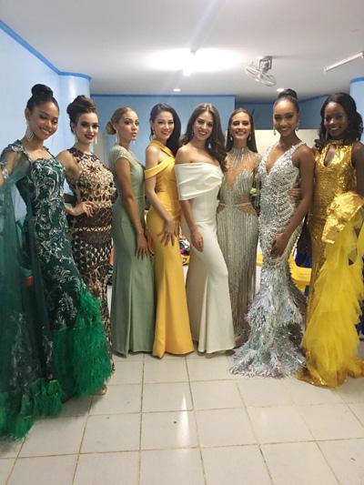 Phương Khánh chọn chiếc váy lệch vai màu vàng của nhà thiết kế Linh San.