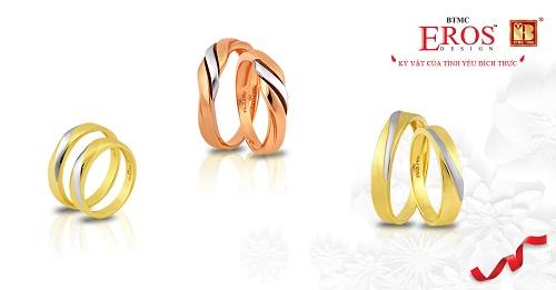 Bô sưu tập Bản hòa tấu tình yêugồm những đôi nhẫn pha màu trắng hồng, vàng hồng, vàng trắng với ý nghĩa cùng nhau cảm nhận những cung bậc của tình yêu.