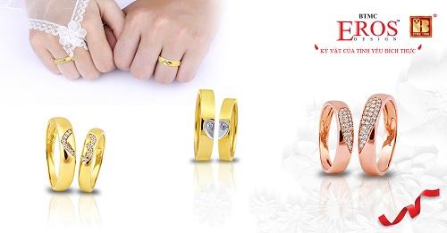 Bộ sưu tập Mảnh ghép hoàn hảo là các thiết kếnhẫn cưới nam khỏe khoắn bên nhẫn nữ mềm mại, tượng trưng cho thông điệp mỗi người là một nửa của đối phương.