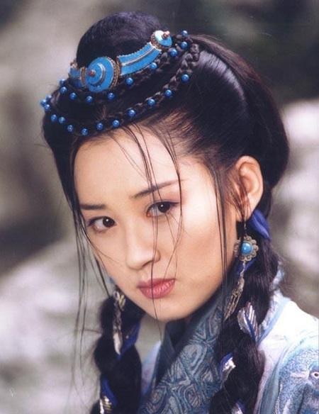 Hứa Tình đóng vai thành cô Nhậm Doanh Doanh bản 2001.