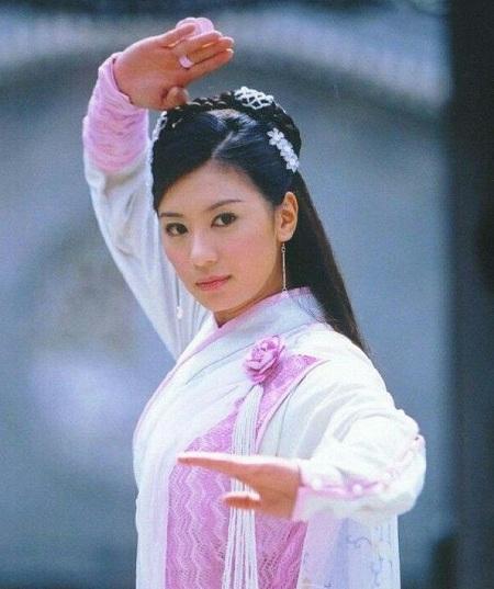 Giả TỊnh Văn thủ vai Triệu Mẫn năm 2003.