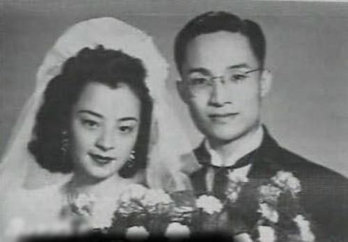 Kim Dung và người vợ đầu tiên.