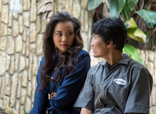 Nữ diễn viên Thiên Nguyễn và Long Nguyễn (phải) trong một cảnh phim.