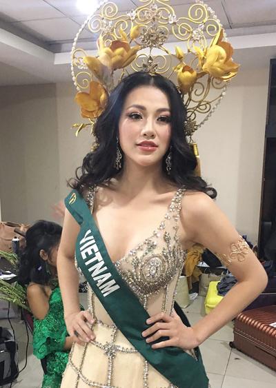 Theo chuyên gia trang điểm Nguyễn Phương Khanh, anh trai của Hoa hậu, năm nay cuộc thi đề cao tiêu chí nữ thần nên anh lựa chọn phong cách này khi trang điểm cho em gái.
