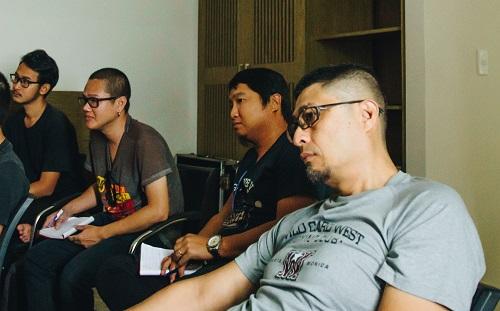Charlie Nguyễn cùng các học viên trong lớp.