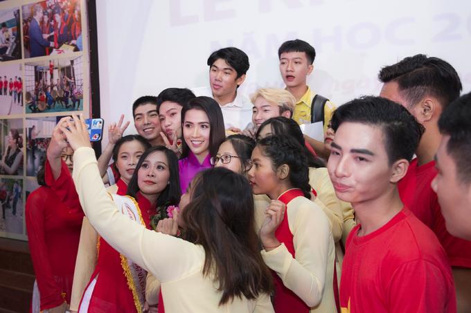 Phan Thị Mơ hội ngộ NSƯT Đức Hải ở trường cũ