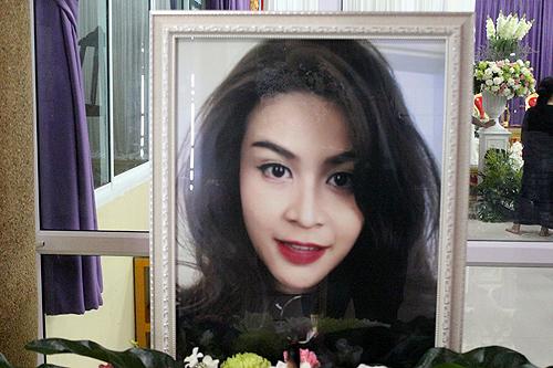 Nursara Suknamai qua đời ngày 27/10 sau tai nạn trực thăng tại Anh, ở tuổi 33.
