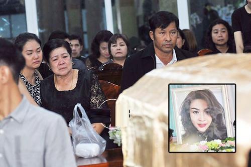 Theo dự định, di thể của Nursara Suknamai sẽ được chuyển về Thái Lan ngày 2/11 nhưng vì thiếu một số giấy tờ nên gia đình phải đợi thủ tục từ phía nước Anh.
