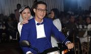 Ca sĩ Hồng Mơ được chồng chở trên xe máy trong lễ cưới