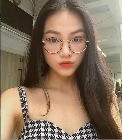 Nguyễn Phương Khánh là người Việt Nam đầu tiên đăng quang Hoa hậu Trái Đất. Cô sinh năm 1994 ở Bến Tre, cao 1,72 m, nặng 51 kg, số đo 90-58-94 cm.