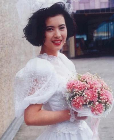 Lam Khiết Anh trải qua nhiều mối tình nhưng đều không đơm hoa kết trái.