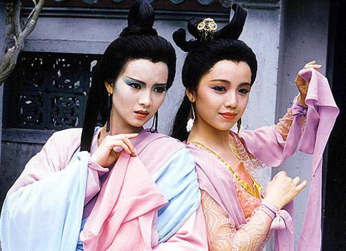 Lam Khiết Anh (trái) và Đặng Tụy Văn.