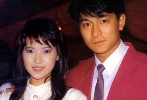 Trên Ifeng, quản lý của Lưu Đức Hoa cho biết nam diễn viên khóc khi hay tin người tình màn ảnh một thời qua đời.