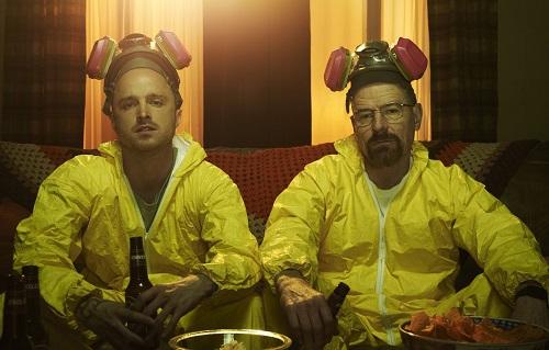 Aaron Paul (trái) và Bryan Cranston trong Breaking Bad.