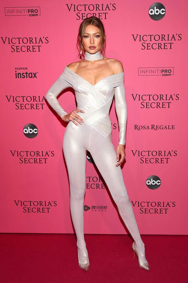 Dàn mẫu diện đồ hở cơ thể ở tiệc Victoria's Secret