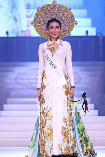 Phần thi Trang phục dân tộc của Thùy Tiên.