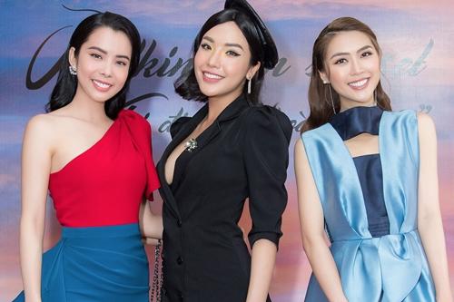 Từ trái qua: Huỳnh Vy, Khánh Phương - Á hậu Biển Việt Nam 2016, Tường Linh - Hoa hậu Sắc đẹp châu Á 2017.