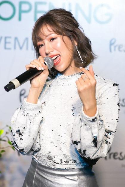 Màn biểu diễn của Min nhận hưởng ứng tích cực từ fan. Cô là một trong những gương mặt trẻ nổi bật, gây chú ý vớinhững MV sáng tạo, đầu tư nghiêm túc và cógu thẩm mỹ.
