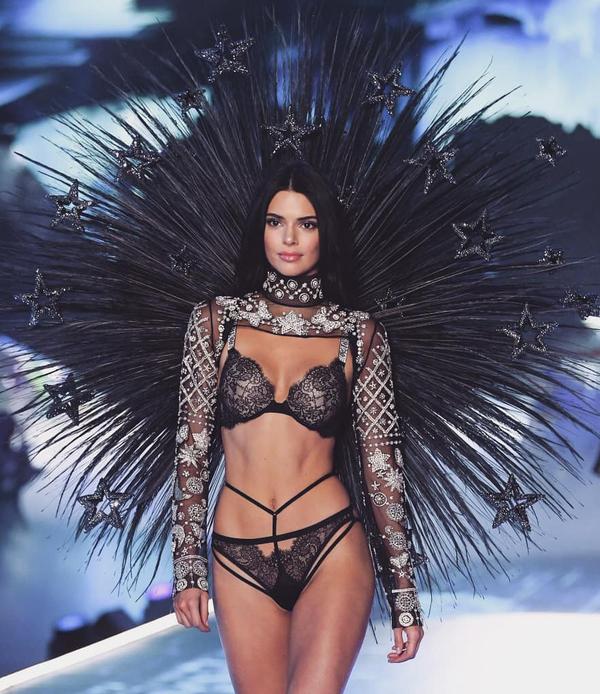 Dàn chân dài trình diễn nội y ở show Victoria's Secret 2018
