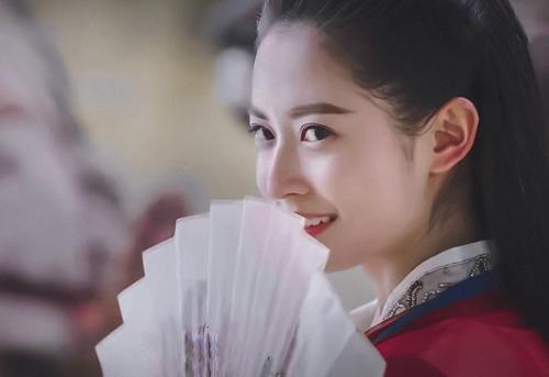 Khoảnh khắc Triệu Mẫn hé cười được nhiều khán giả khen ngợi.