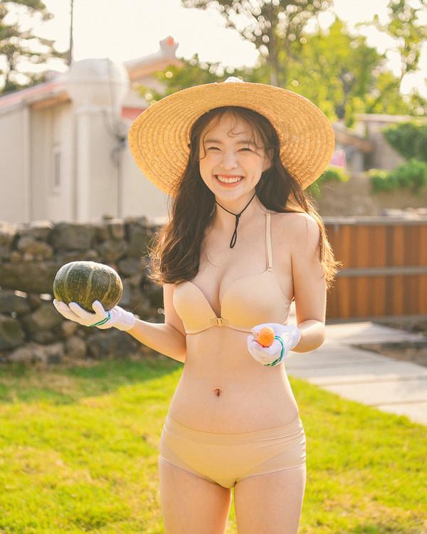 Vẻ ngọt ngào của 'thiên thần nội y' xứ Hàn