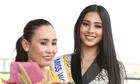 Mẹ Hoa hậu Tiểu Vy tiễn con gái đi thi Miss World