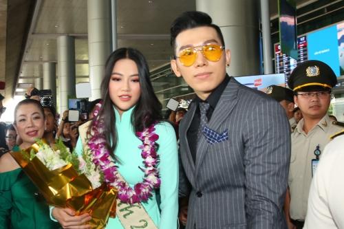 Fan chen chúc, xô đẩy đón Hoa hậu Trái đất Phương Khánh - ảnh 1