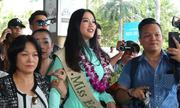 Fan chen chúc, xô đẩy đón Hoa hậu Trái đất Phương Khánh