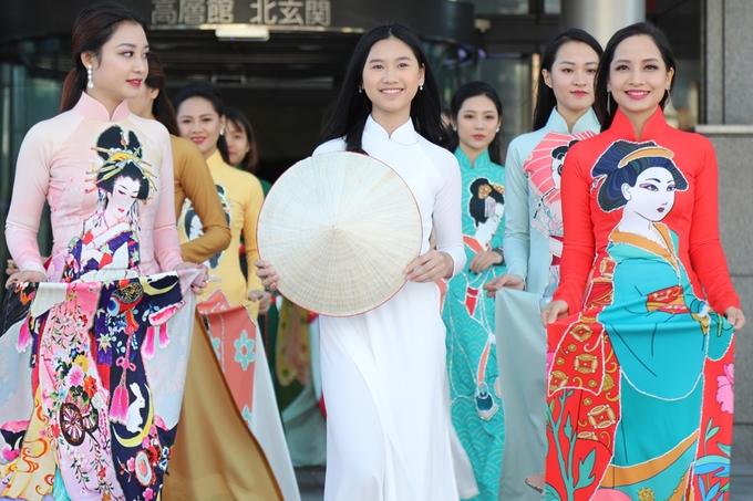 Người mẫu Việt trình diễn áo dài lấy cảm hứng văn hóa Nhật