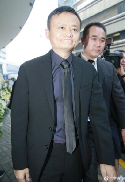 Tỷ phú Jack Ma tới tiễn biệt Kim Dung.
