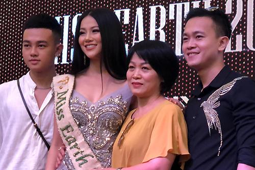 Hoa hậu Phương Khánh: Tôi buồn khi bị bình luận tiêu cực - 1